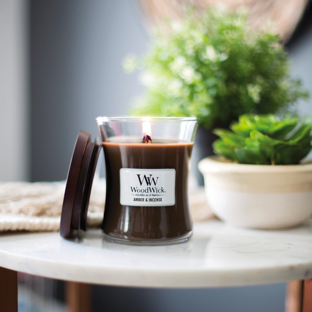 Výsledek obrázku pro woodwick Amber & incense; Black Cherry